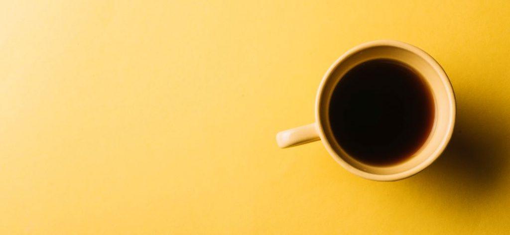 Keltainen kahvikuppi