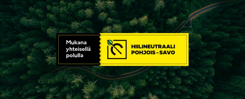 Mukana yhteisellä polulla -yhteisötunnuksen logo, taustalla metsä